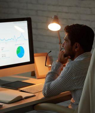 analyzing-business-chart-YZXN27N.jpg